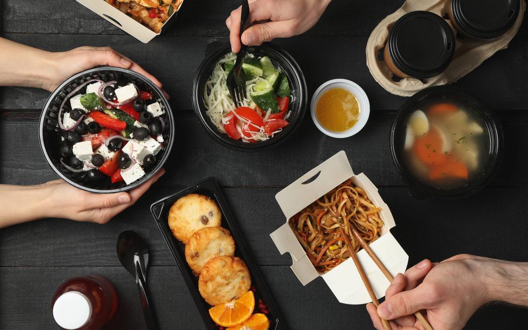 Cuando quedarse en casa se convierte en planazo. Tres sitios especiales donde pedir comida a domicilio en Almería